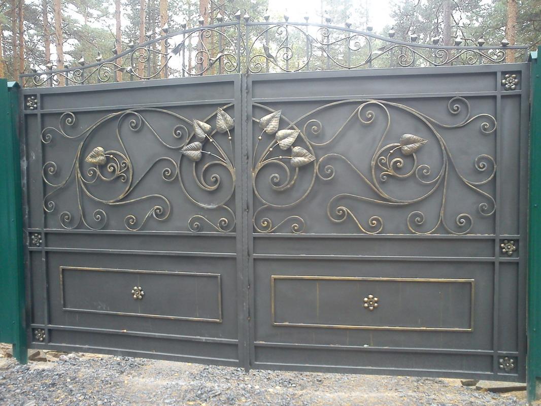 кованые ворота с листьями