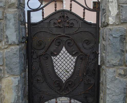 кованые ворота дверь