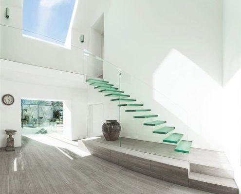 стеклянная лестница для минимализма