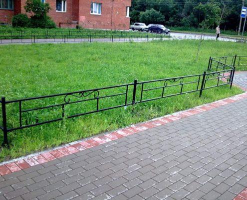 оградить газон мини-забором