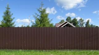 забор из досок цвет шоколад