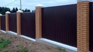 забор трехцветный кирпичные колонны