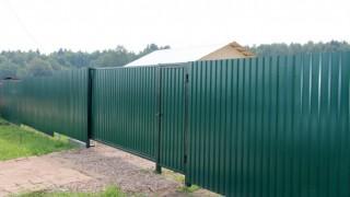 забор с воротами из профнастила зеленый