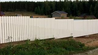 забор из вертикальных досок