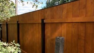 вертикальные доски коричневый забор