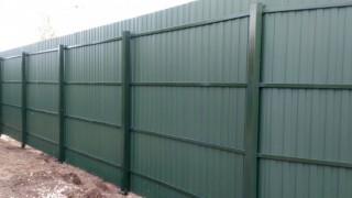 забор серый из профнастила