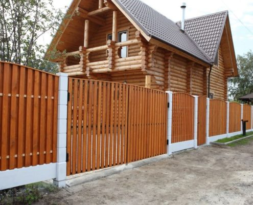 деревянный забор двухцветный