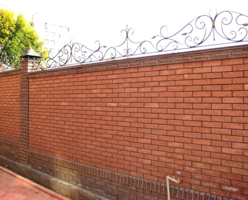 кирпичный забор с узором