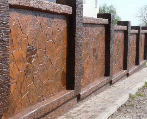 забор с искусственного камня