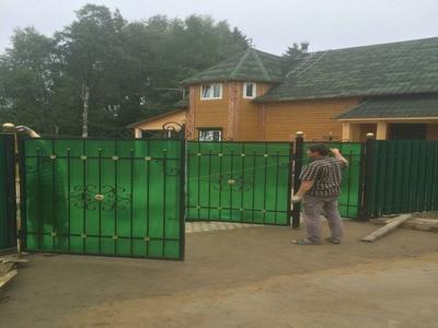 монтаж ворот для забора из поликарбоната