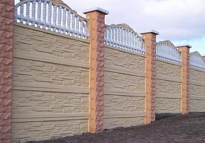 бетонный забор с колоннами