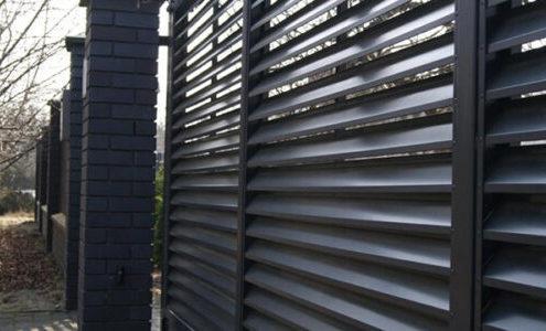 забор жалюзи черный