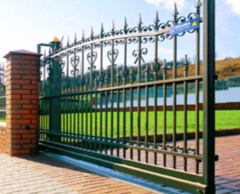 установка откатных кованых ворот